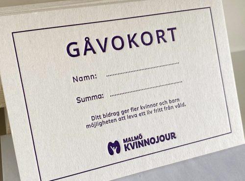 Gåvkort från Malmö Kvinnojour. Visar namn och summa för gåvan.